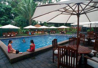 メラネシアンホテルプール