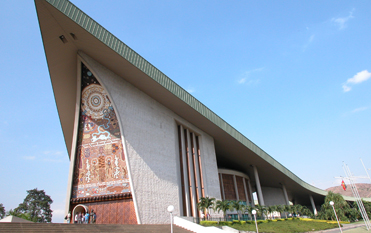 ポートモレスビー市内観光 伝統の家を模した国会議事堂
