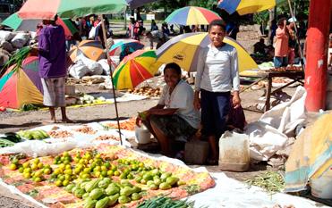 マダン市内のマーケット