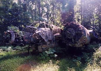 マダンに残る旧日本軍爆撃機の残骸